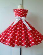 Skladom Detské RETRO šaty Srdiečka červená 104-116